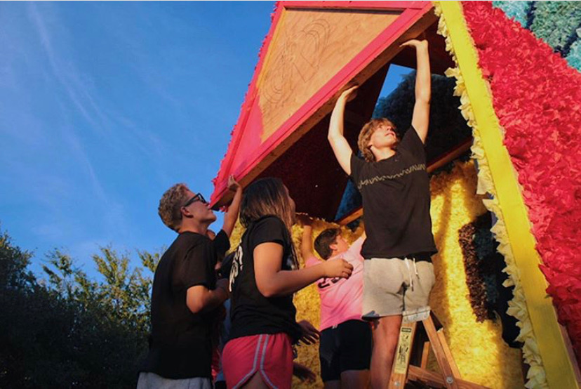Sophomores work on last years float